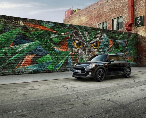 mini blackyard parked in front of wall graffiti 1 – retouching from tobiaswinkler-bildbearbeitung-muenchen